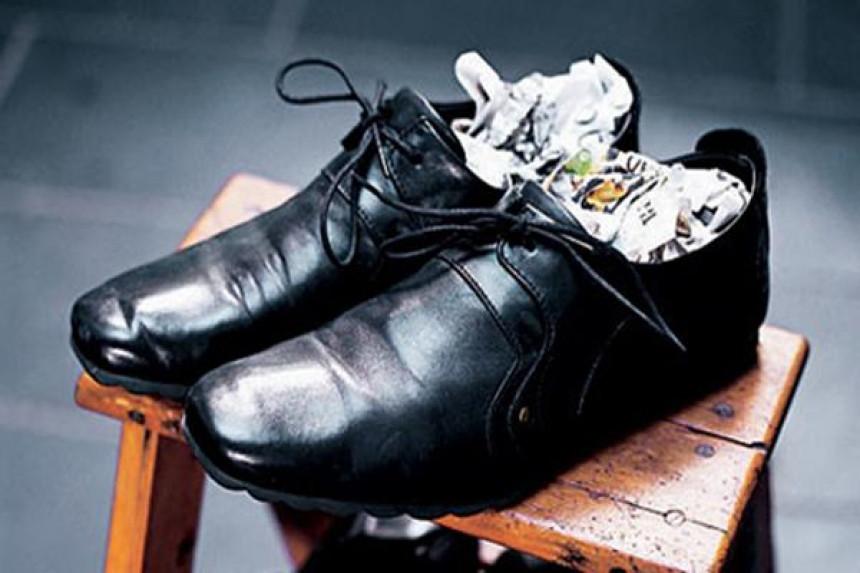 Báo khử độ ẩm cho giày da nam