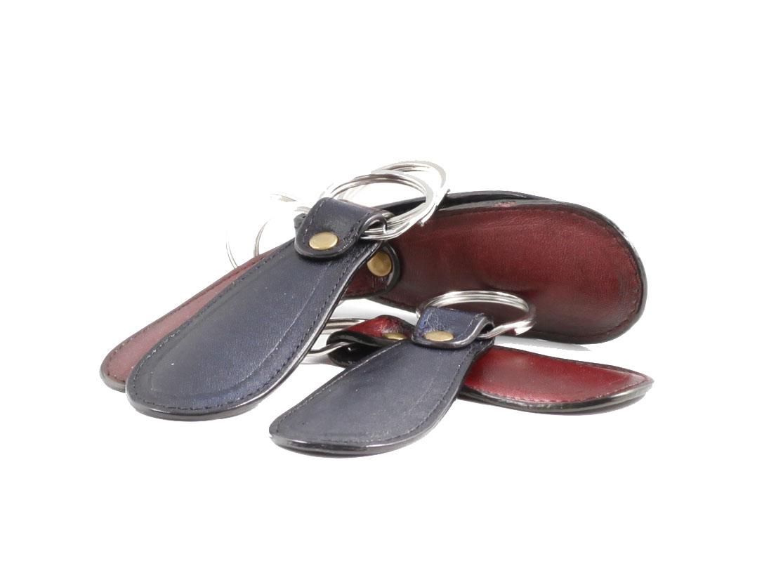 Sử dụng chiếc đón gót cho giày da nam